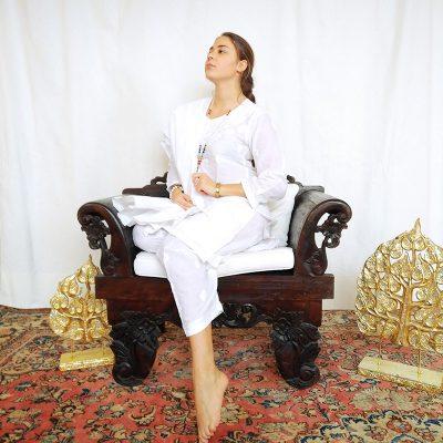 Vestito indiano in cotone bianco ricamato