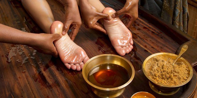 Massaggio con l'olio di sesamo